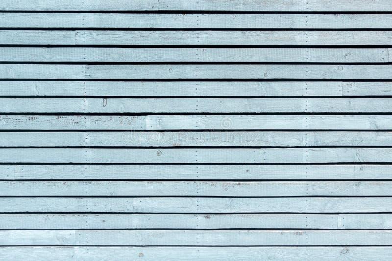 Pared pintada, horizontal azul clara en colores pastel del tablero foto de archivo