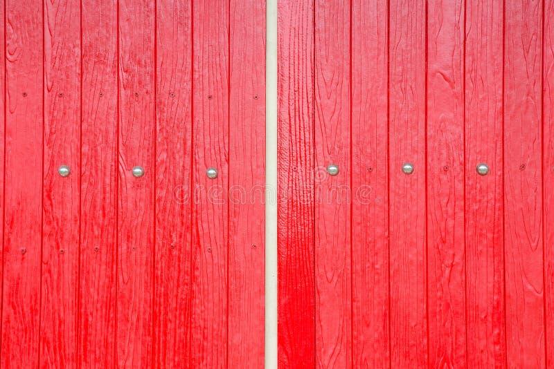Pared roja de madera del marrón de la ventana fotografía de archivo