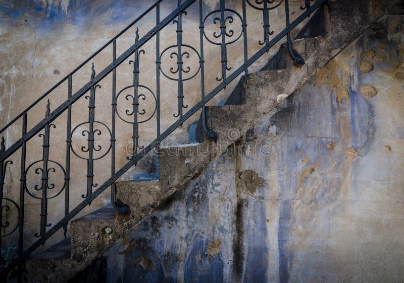Pared Textured con las escaleras imagen de archivo