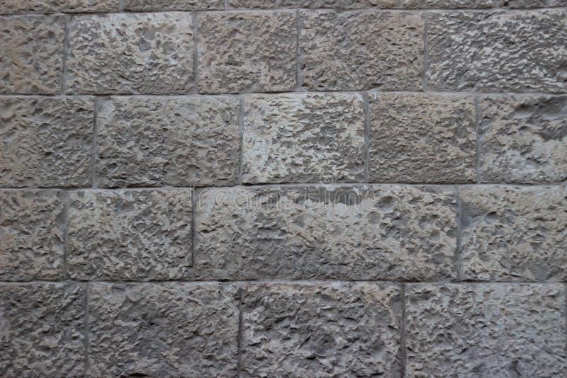 Pared vieja de bloques beige y grises de textura de la piedra de Jerusalén imágenes de archivo libres de regalías