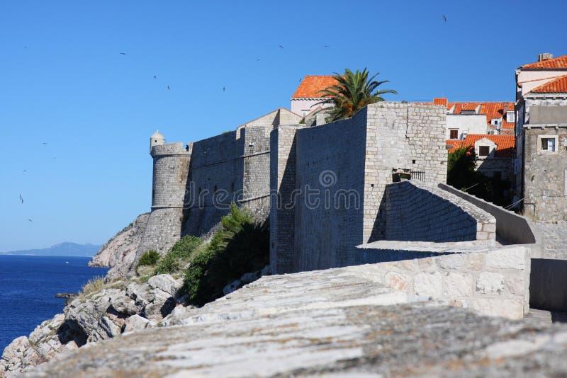 Pared vieja de la fortaleza de Dubrovnik fotos de archivo