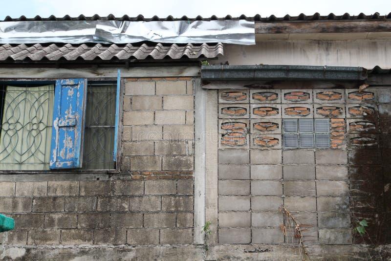 Pared vieja del bloque de cemento fotos de archivo