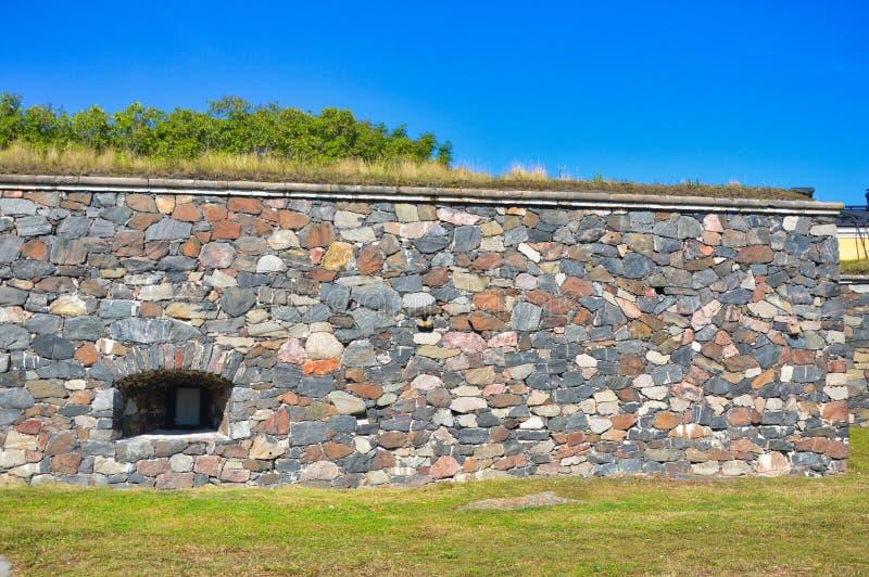 Pared vieja del fortalecimiento de la fortaleza del mar en Helsinki foto de archivo