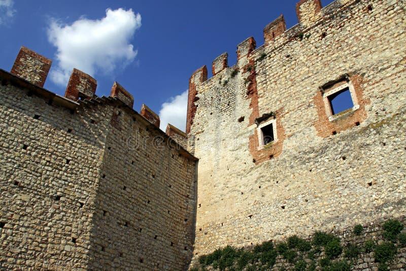 Pared y almenajes del castillo