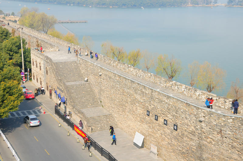 Pared y lago China de la ciudad de Nanjing Xuanwu imagen de archivo libre de regalías