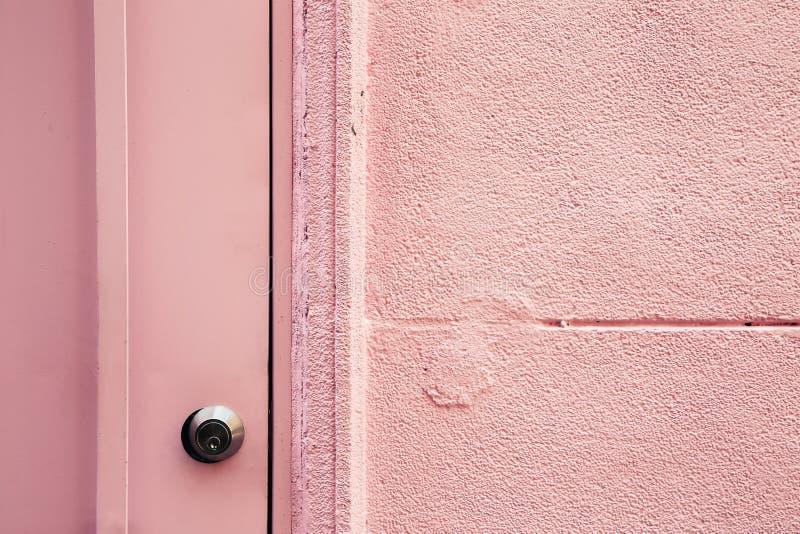 Pared y primer rosados de la puerta foto de archivo libre de regalías
