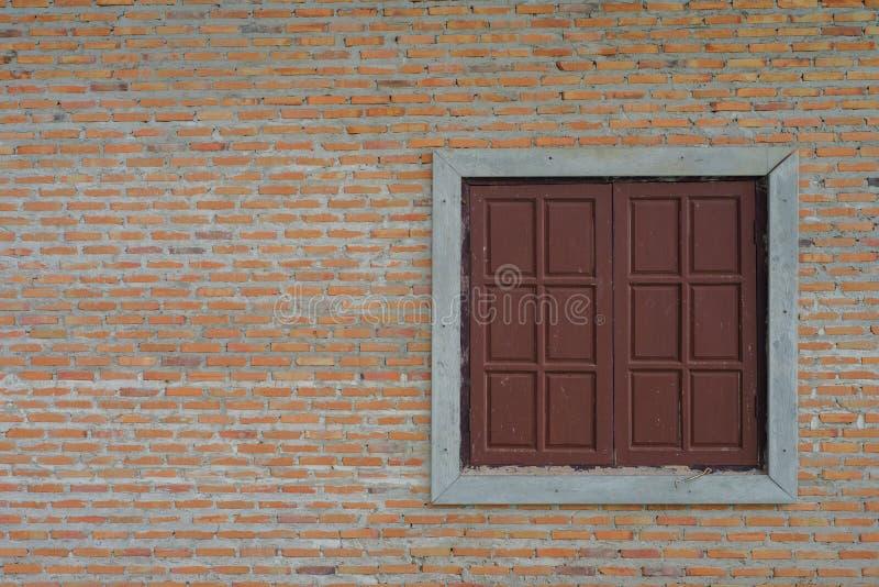 Pared y ventanas fotos de archivo