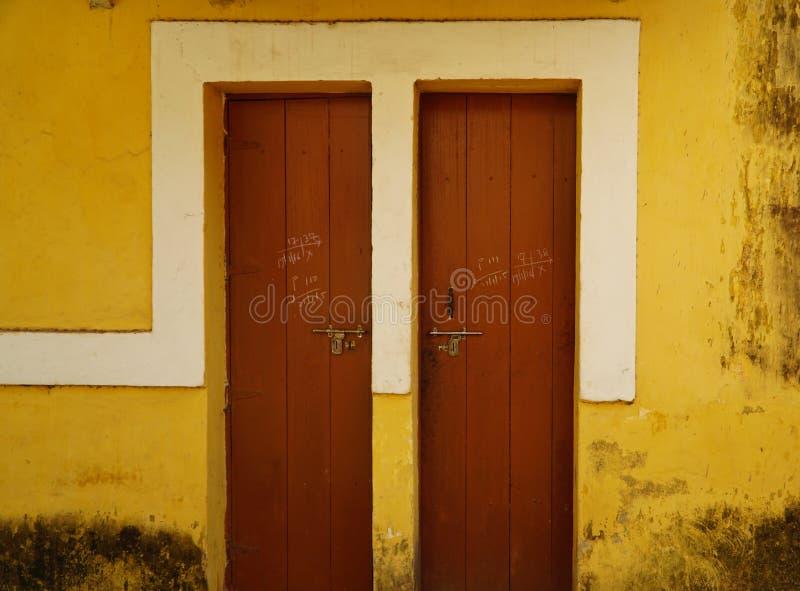 Parede amarela 5 imagens de stock royalty free
