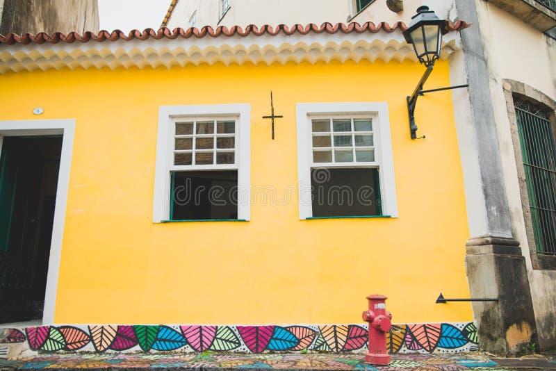 Parede amarela em Baía, Salvador - Brasil fotos de stock