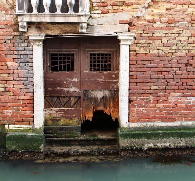 Parede antiga da casa Venetian imagem de stock