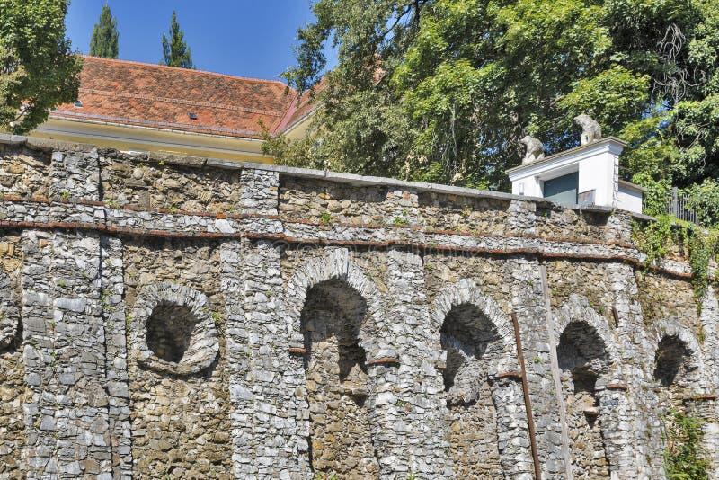 Parede antiga perto do museu de Volkskunde em Graz, Áustria imagem de stock