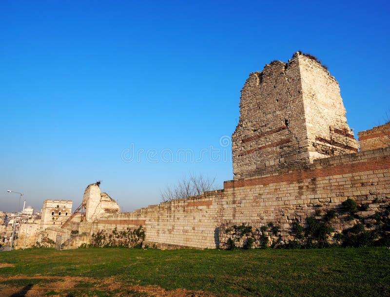 Parede bizantina velha da cidade em Istambul, Turquia fotos de stock royalty free