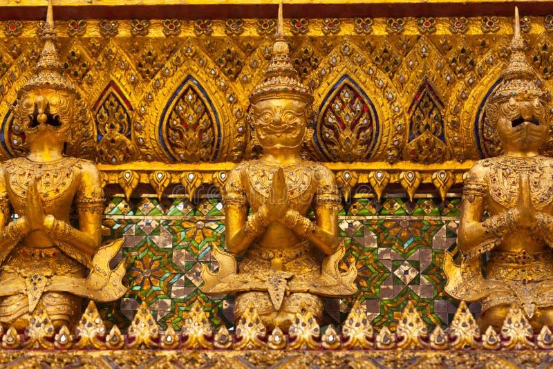 Parede bonita com mosaico e estátua imagens de stock royalty free