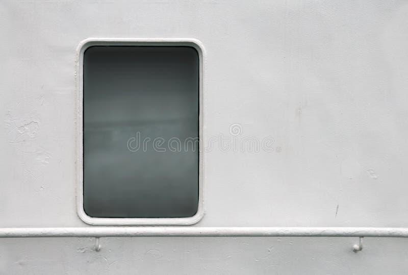 Download Parede Branca Do Navio Com Indicador E Corrimão Imagem de Stock - Imagem de cruzador, hull: 16858859