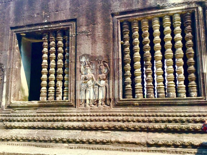 Parede cinzelada pedra Relevo de Bas Angkor Wat Templo Hindu cambodia imagens de stock royalty free