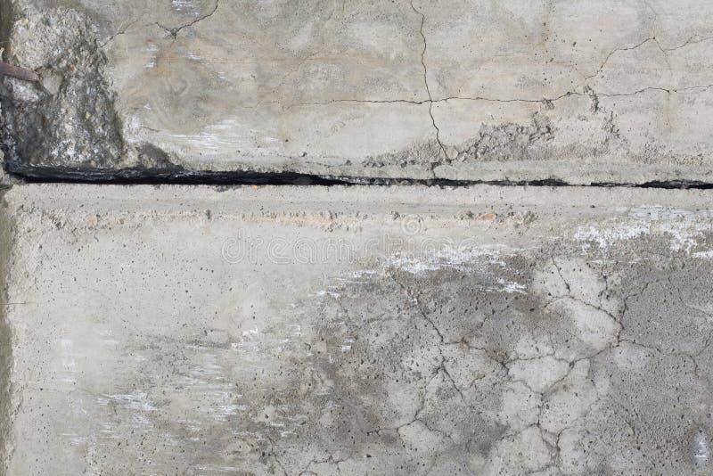 Parede cinzenta do cimento com rachadura. foto de stock royalty free