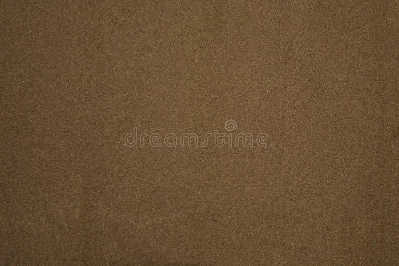 Parede coberta com um fundo textured de uma tampa marrom velha da cortiça imagem de stock