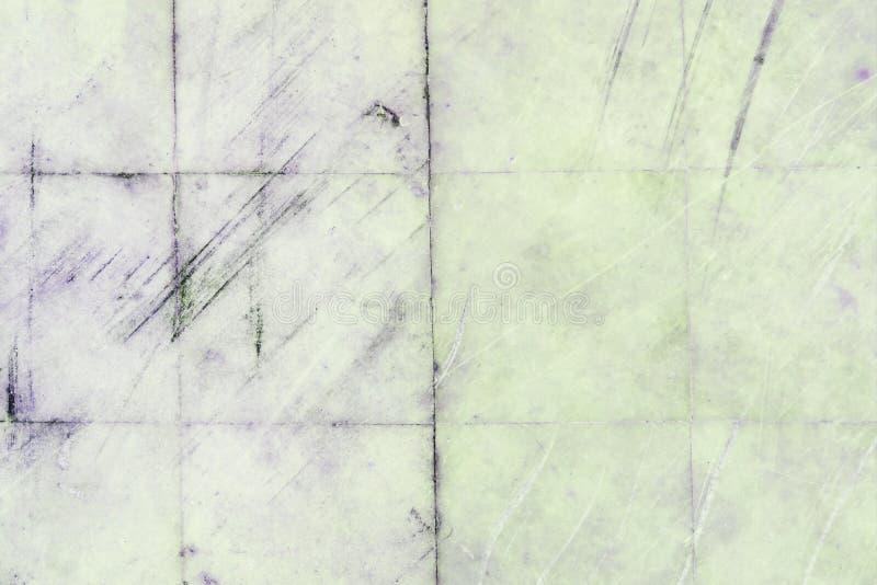Parede com as telhas do mármore com riscos e listras Textura do close-up velho, riscado das lajes fotografia de stock royalty free