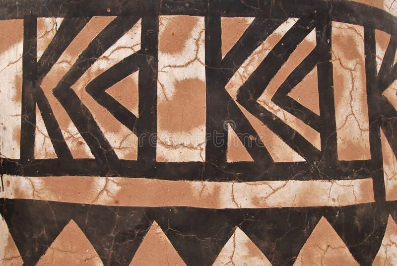 Parede com pintura tribal africana imagem de stock