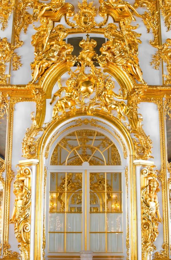 Parede com a porta no palácio fotografia de stock royalty free