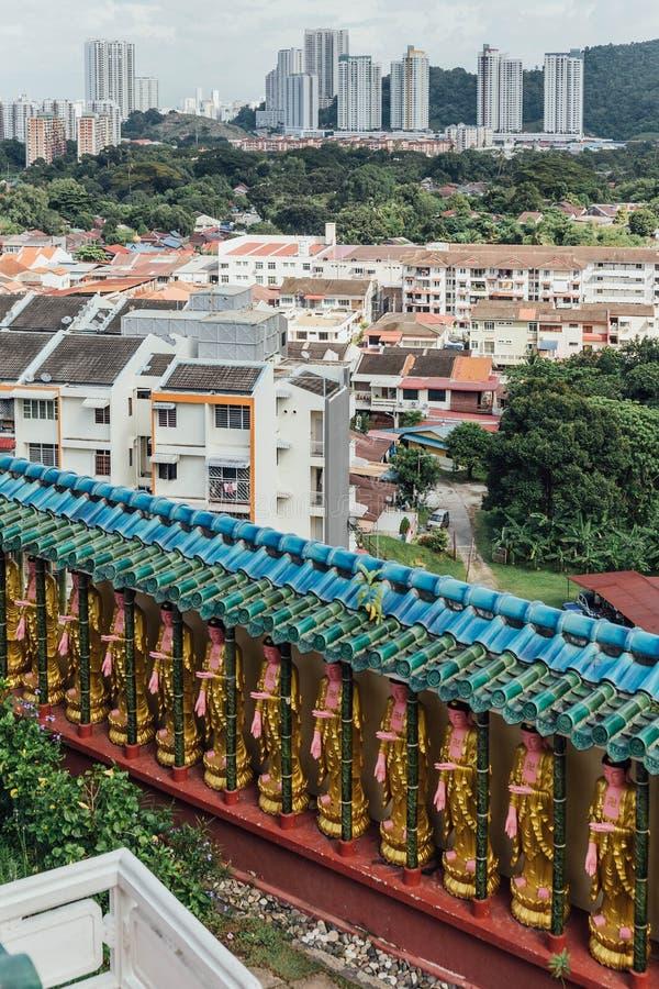 A parede da arquitetura da cidade e do Guanyins do Kek Lok Si Temple é um templo budista em Penang imagens de stock royalty free