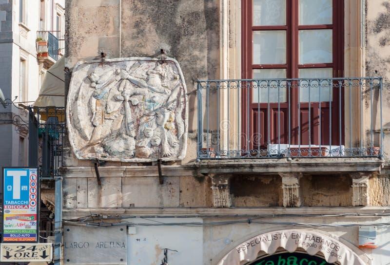 Parede da casa na ilha de Ortigia em Siracusa imagem de stock