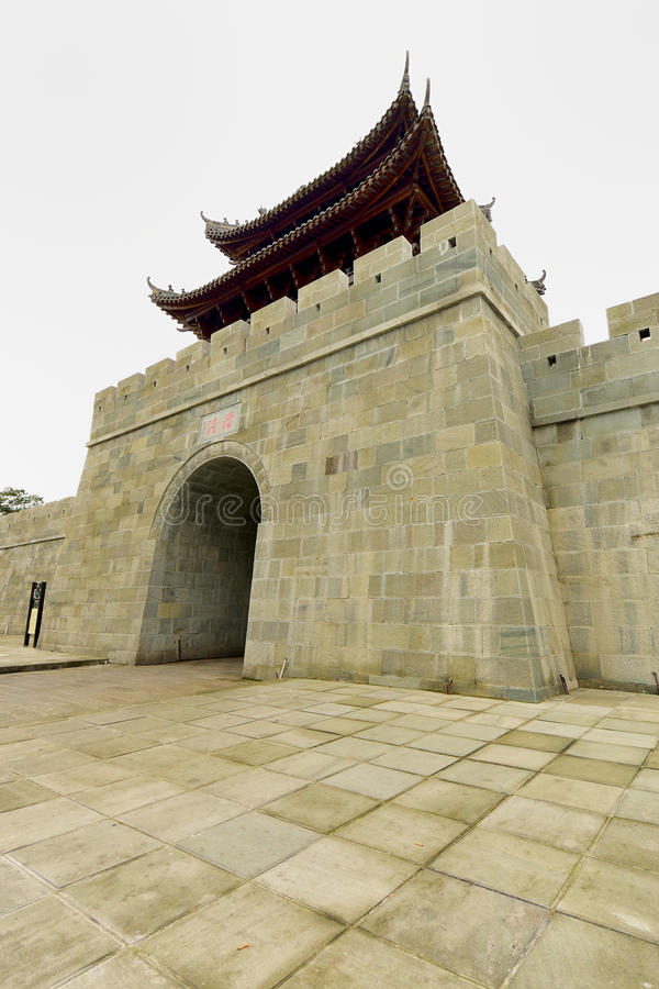 A parede da cidade antiga em Langzhong imagens de stock royalty free