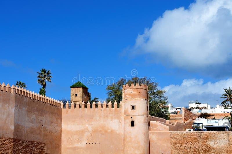 Parede da cidade do casbah dos udayas em Rabat, Marrocos foto de stock