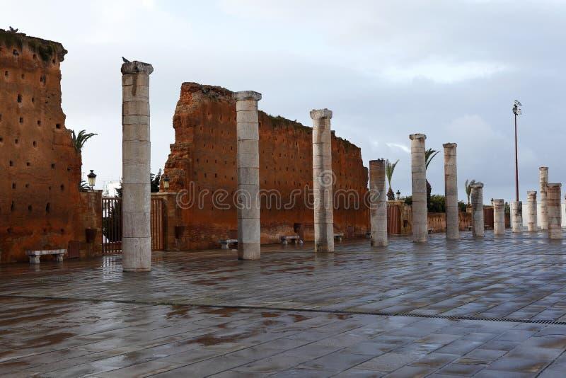 Parede da cidade do mausoléu Mohammed V. em Rabat foto de stock