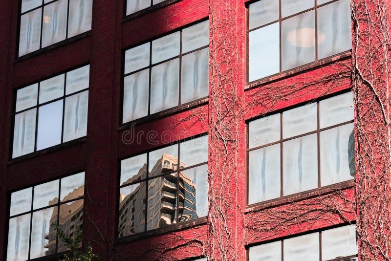Parede da construção em uma rua em Chicago do centro imagem de stock royalty free