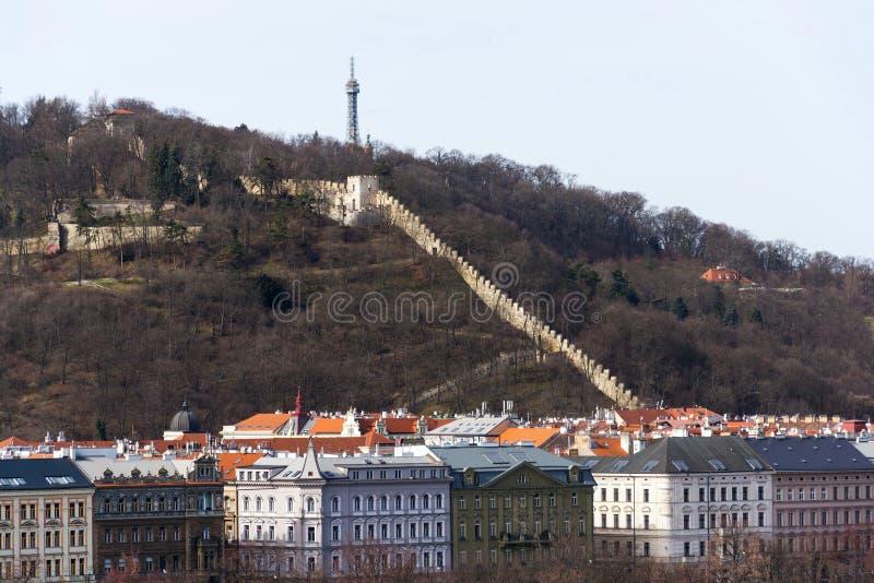 Parede da fome nos jardins em torno da torre de Petrin, Praga, República Checa foto de stock
