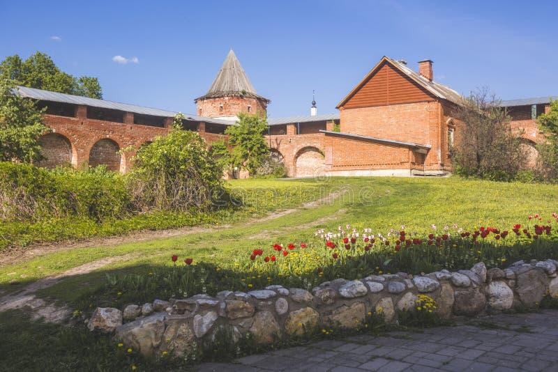 Parede da fortaleza e torre do Kremlin de Zaraysk Região de Moscou, Russi imagens de stock royalty free