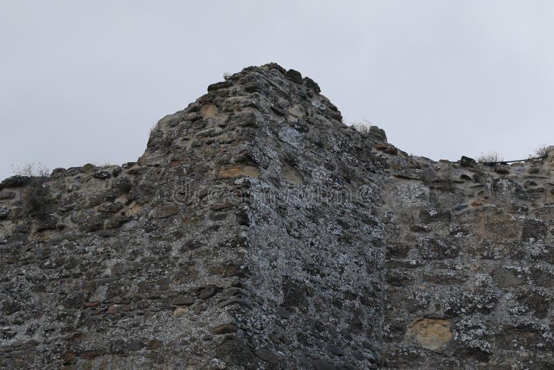 Parede da fortaleza em Uplistsikhe em Geórgia foto de stock royalty free