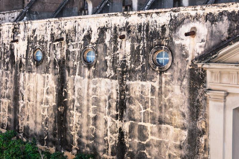 Parede da igreja velha fotos de stock