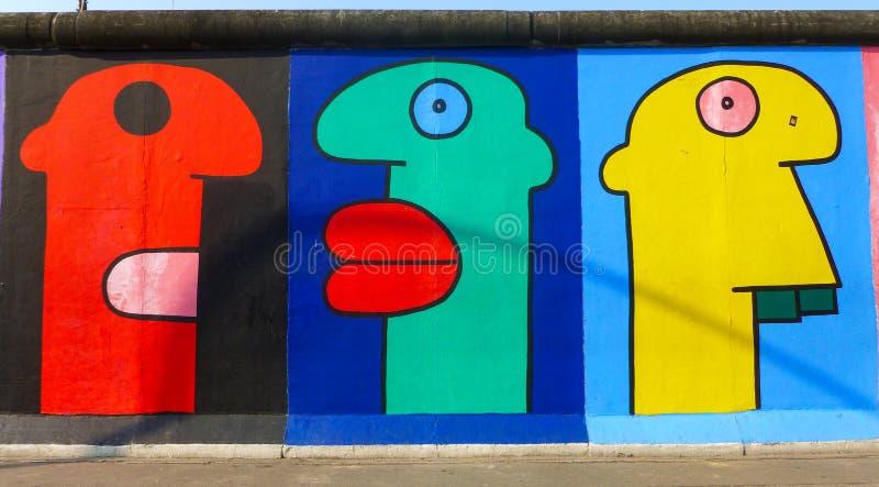 Parede de Berlim, a galeria da zona leste, a galeria de arte exterior a maior no mundo em um segmento de Berlin Wall fotos de stock