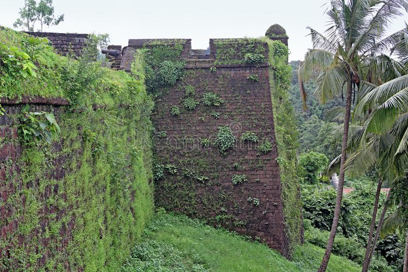 Parede de canto do forte de Reis Magos em Goa imagens de stock