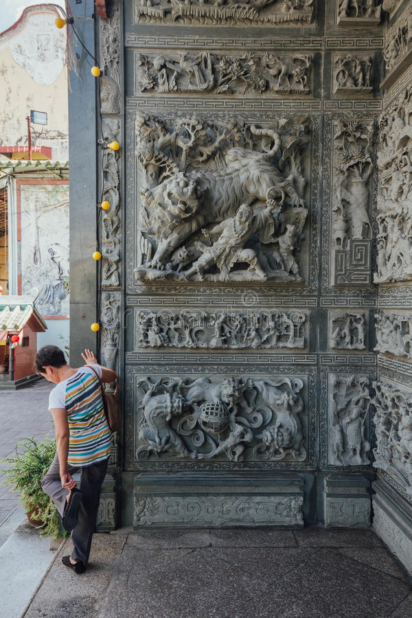 Parede de cinzeladura de pedra que disse sobre contos de fadas chineses, no templo chinês em George Town Penang, Malaysia fotografia de stock royalty free