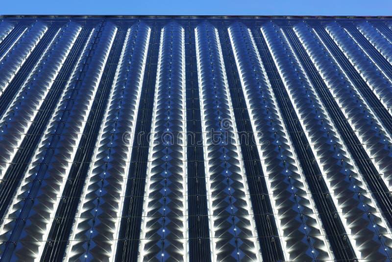 Parede de cortina conduzida da construção comercial moderna foto de stock
