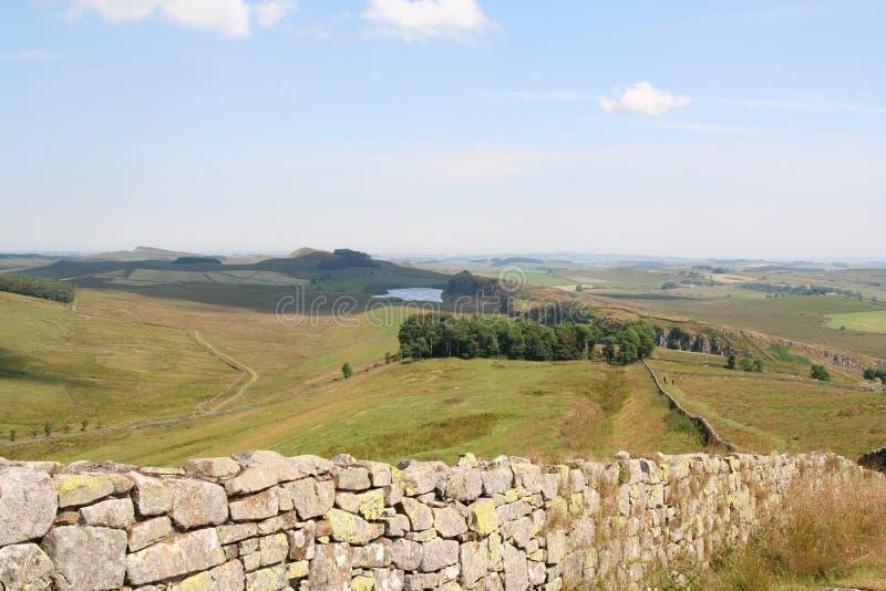 A parede de Hadrian da cimeira frouxa verde fotografia de stock royalty free