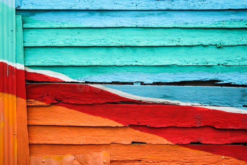 Parede de madeira colorida para o fundo fotografia de stock royalty free