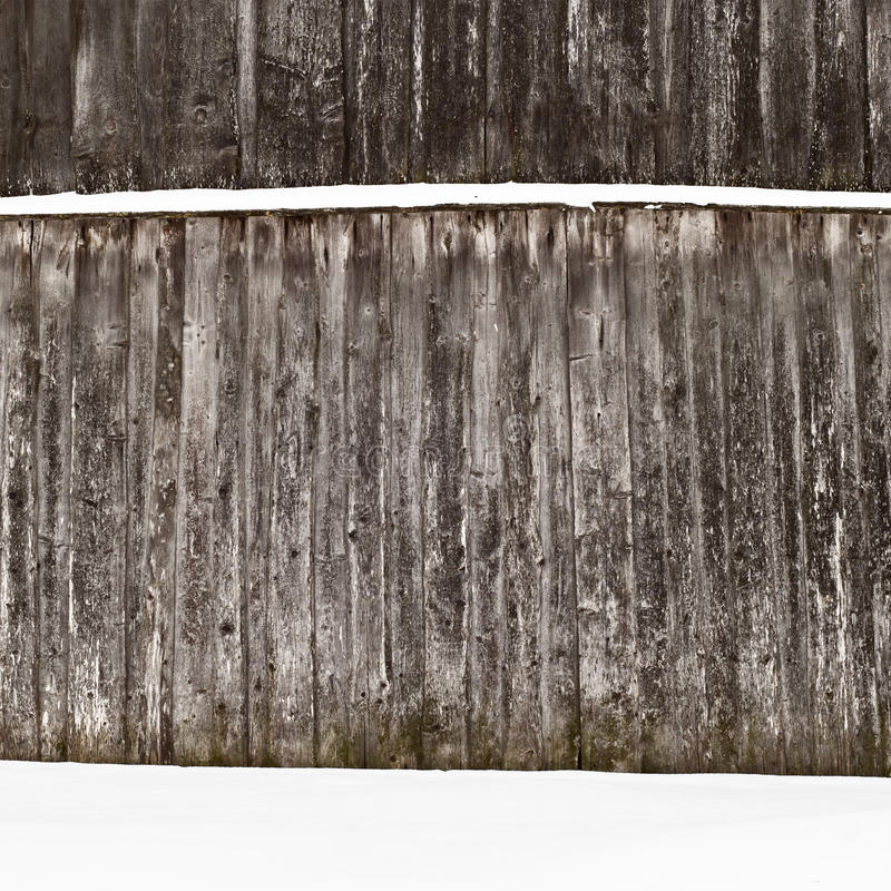 Parede de madeira da prancha no inverno imagens de stock