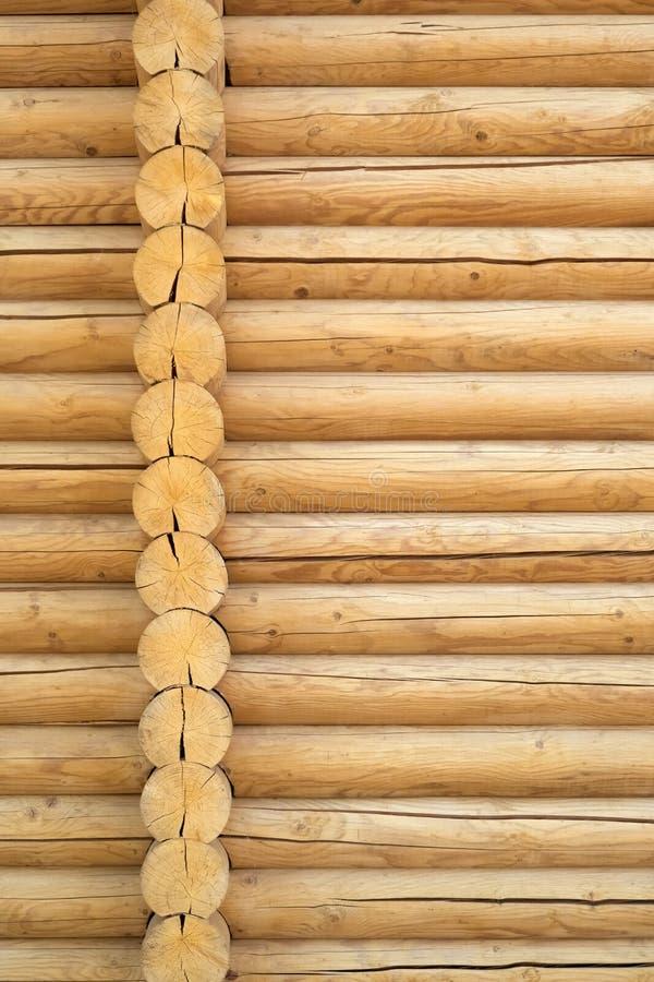 Parede de madeira do fundo da textura de afeiçoado rústico da blocausse fotos de stock