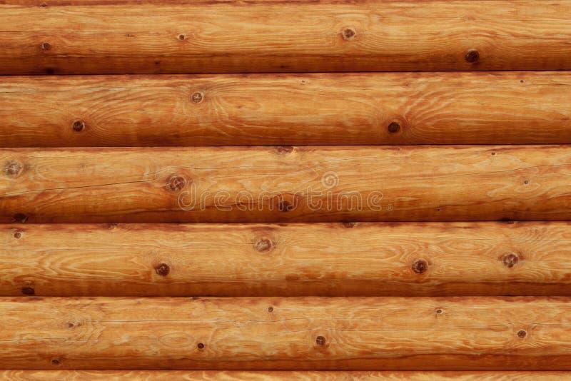 Parede de madeira dos registros do fundo rural da casa foto de stock