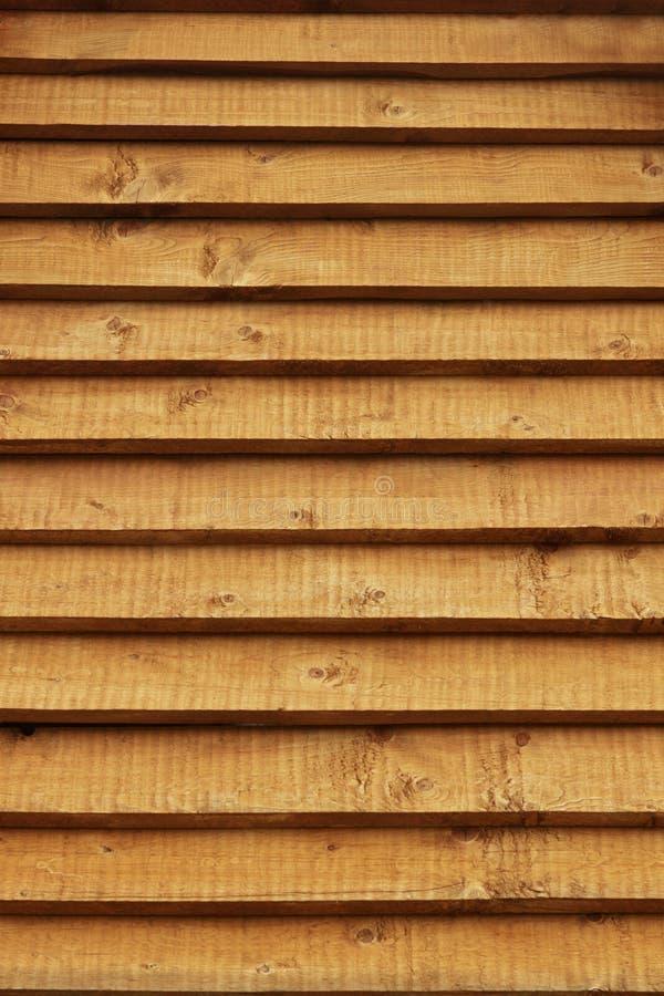Parede de madeira dos registros do fundo rural da casa foto de stock royalty free