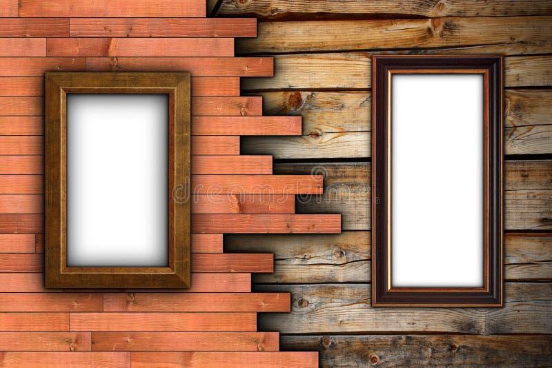 Parede de madeira interessante com quadros imagem de stock