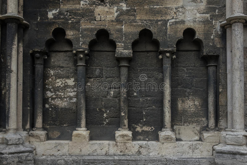 A parede de pedra antiga da catedral em Halberstadt, Alemanha fotos de stock royalty free