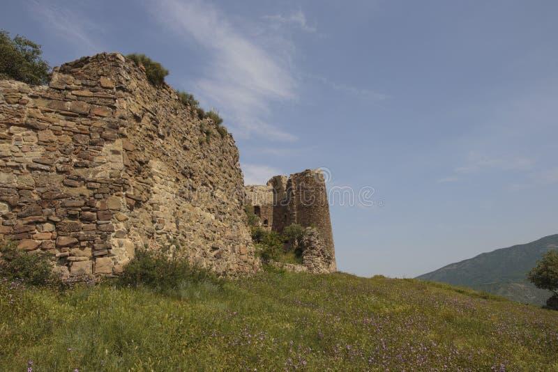 Parede de pedra arruinada da fortaleza imagens de stock royalty free