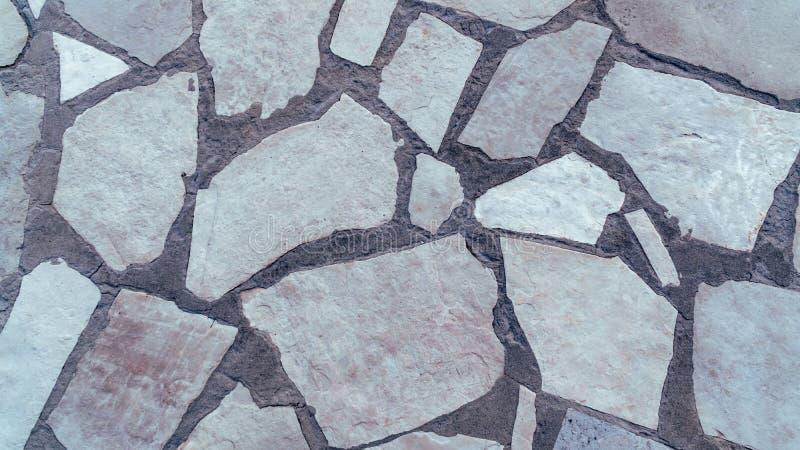 Parede de pedra branca do sumário na rua imagens de stock