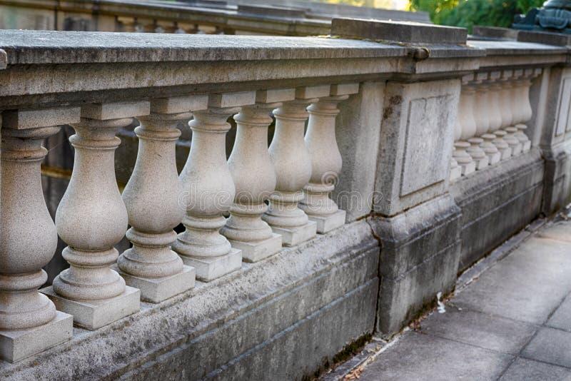 Parede de pedra concreta ornamentado da passagem da coluna fotografia de stock royalty free
