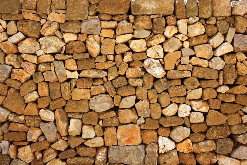 Parede de pedra da alvenaria no castelo romano foto de stock